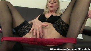 Brit grandmother Elaine works her elderly honeypot